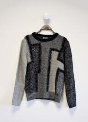 Sweater with geometric pattern