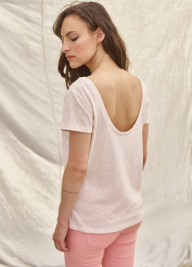T-shirt with notched back
