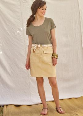 Plain skirt with pockets