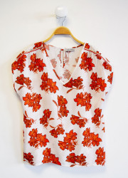 """Top with """"flower"""" pattern"""