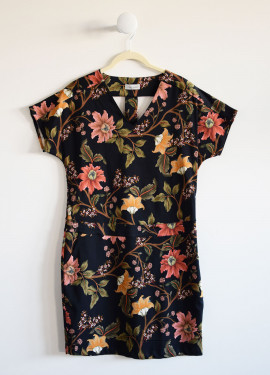 Straight dress with floral...